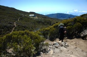 Piton des Neiges :: te caldera edge :: leaving the refuge on the way to Cilaos