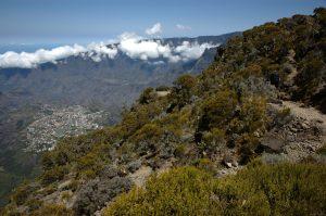 Cirque de Cilaos :: the caldera edge :: starting to descend
