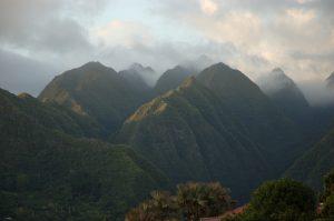 L'Entre Deux :: mountains above the town