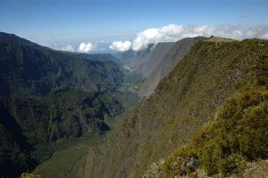 le Volcan :: by Nez de Bœuf :: Rivière des Remparts valley seen from above