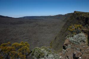 le Volcan :: Rempart de Bellecombe surrounding the Enclos