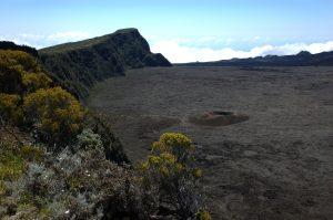 le Volcan :: Piton de Partage and Formica Léo crater in Enclos