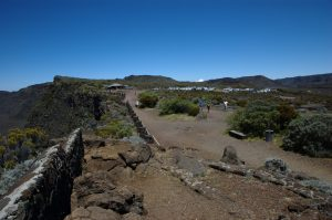 slideshow image le Volcan :: Parking and viewpoint by the Pas de Bellecombe