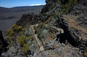 le Volcan :: Pas de Bellecombe proper, trail down to the Enclos