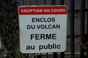 slideshow image le Volcan :: the closed gate at the Pas de Bellecombe