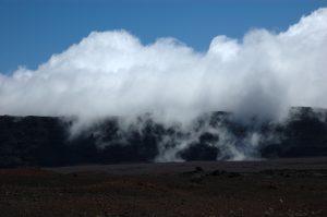 slideshow image le Volcan :: Plaine des Sables :: clouds cross the Rempart des Sables