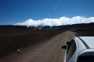 slideshow image le Volcan :: Plaine des Sables :: the dirt road :: clouds cross the Rempart des Sables