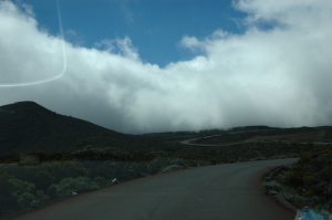 le Volcan :: Plaine des Remparts :: driving down towards the approaching clouds