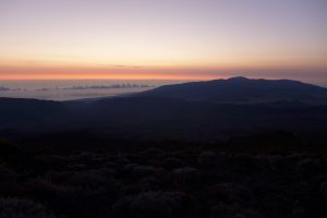 Piton des Neiges :: just before the sunrise, le Volcan in sight